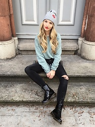 Franziska Elea - Pieces Beanie, New Look Sweater, Stradivarius Jeans, Dr. Martens Boots - Doc Martens, Patches & Sweater