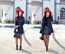 Natalia Uliasz - Sammydress Military Coat, Dresslink Velvet Blouse, Sammydress Red Hat, Mohito Leather Skirt, Zaful Bag - Military coat