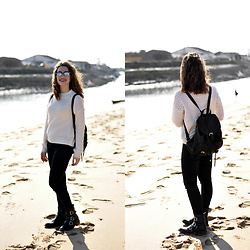 Coralie - Mim White Sweat, Jennyfer Jean, Pimkie Bagpack, Pimkie Boots, Moa Sunglasses - Le pull blanc