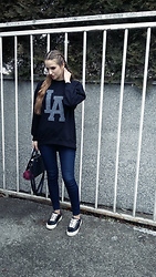 Larissa - H&M Sweatshirt, Bershka Jeans, Bershka Sneakers, New Yorker City Bag - Street Stylish