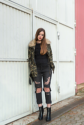 Andrea Funk / andysparkles.de - Forever 21 Camo Jacket - Camo and Fishnets
