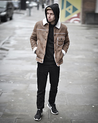 Edgar - Topman Beige Sheepskin Jacket, H&M Black Hoodie, Asos Black Denim Tapered Jeans, Nike Black Sneakers​ - CITY STROLLING