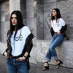 CLAUDIA Holynights - Na Kd Tee, Na Kd Jeans, Shuzee Shoes, Daniel Wellington Watch + Cuff - Casual