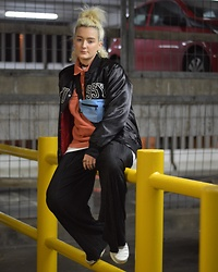 Ellie Fowler - Stussy Bomber Jacket, Patta Fleece, Patta Bumbag, Primark Pleated Trousers, Nike Tn - Its been a while..