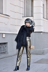 Esra E. - Mint&Berry Gold Metallic Pants, H&M Black Fake Fur Jacket, Zara Black Patent Leather Boots, Mint&Berry Gold Sparkling Clutch - Party look