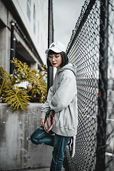 Samantha Mariko - Champions Hoodie, Vans Sneakers, Levi's® Jeans, American Needle Hat, Dezso Clutch, Zerouv Glasses - Oversized hoodie
