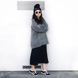 Tiffany Wang - Dipset Beanie, H&M Sweater, Aritzia Skirt, Adidas Sneakers, Ray Ban Sunglasses - PLEATED SKIRT