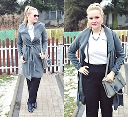 Kasia Koniakowska - Coat, Bag - Grey coat