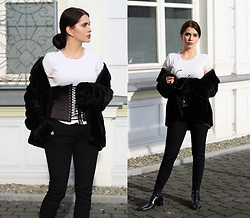 Justyna Lis - Marks & Spencer White T Shirt, New Look Black Pants, Zara Leather Boots, Black Corset, Zara Black Fur - Little black waspie