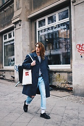 Richy Koll - Dr. Martens Oxfords, Obey Socks, Levi's® Jeans, Levi's® Backpack, H&M T Shirt, Ralph Lauren Over Coat - Berlin FashionWeek