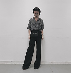 Sean Sadie Tham - Uniqlo U Shirt, Coach Bag, H&M Wide Leg Pants - Legs