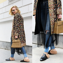 Hédi Szabó - Zerouv Sunnies, Vintage Coat, Nini Molnar Bags Sunbag, Pull & Bear Tulle Dress, Bershka High Waisted Skinny Jeans, Aliexpress Fishnets, Jessica Buurman Fur Slippers - A layer of tulle