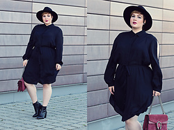 Luciana Blümlein - Anna Scholz For Sheego Dress, Gucci Bag, C&A Boots, H&M Hat, Chanel Earrings - • Casual Black •