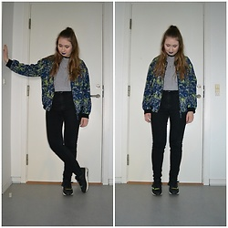 Mucha Lucha - Monki Bomber, Weekday T Shirt, Monki Jeans, Nike Sneakers - Old favourite