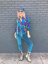 Tessla Venus - Dr. Martens Silver Docs, Chilli Beans Usa Mermaid Sunglasses, Vintage Blouse, Burned Velvet Leggings, Vintage Scarf - Funkadelic