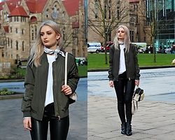 Cristiana A. - Steve Madden Backpack, Office Shoes Boots, H&M Leather Pants - Speak Easy