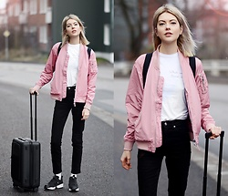 Ebba Zingmark - Junkyard Bomber, Horizn Studios Cabin Bag, Nike Sneakers, What Would Ernst Do? Top, Ebba Zingmark Blog - Travel buddy