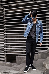 Aquinaldo Adrian - Byjamillette Blue Round Sunglasses, Bershka Denim Jacket, Topman Grey Tees, Cheap Monday Black Jeans, Puma Black Suede - Blue shades