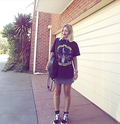 Emily Philip - Vans Old Skool, Sportsgirl Checkered Skirt, Cottonon Guns And Roses, Fossil Watch - Style stole my soul