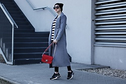 Ewa Macherowska - Shein Coat, Cropp Top, Bershka Pants, Nike Sneakers, Zaful Bag, Nn Beanie, House Sunglasses, Michael Kors Watch - Long Grey Coat