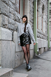 Paz Halabi Rodriguez - Zara Shinny Earrings, H&M Pleated Sleeves Grey Sweatshirt, Mango Vinyl Skirt, Zara Military Boots - Vinyl Wave