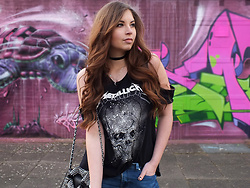 OH ANNE (BLOGGER) - H&M Shirt, H&M Choker, Bag, Only Jeans - METALLICA SHIRT, FISHNET TIGHTS & BIKER JACKET BAG