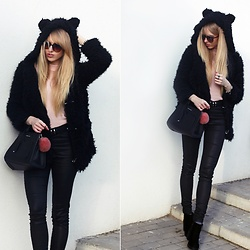 Diane Fashion - Black Fur - Black fur and pink blouse