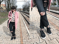 Lea P - Vintage Pink Coat, H&M Light Pink Sweater, Levi's® Ripped Levi's, Calzedonia Fishnet Tights, Startas Linen Sneakers, Ray Ban Prescription Glasses - Pink spring