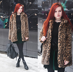 Anya Dryagina -  - Velvet, feathers and leopard print