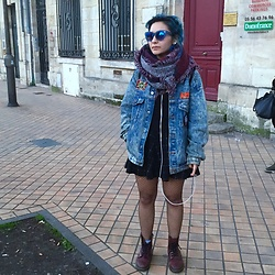 Florence - H&M Skirt, Pull & Bear Top Crop, Vintage Paradise (Bordeaux, France) Vest, Dr Martens - Sunny day of March.