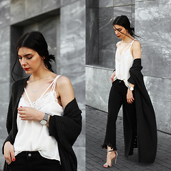 CLAUDIA Holynights - Romwe Lace Top, Vipme Cardigan, The5th Watch, Rosegal Cropped Flare Jeans, 4th And Reckless Velvet Shoes - Black, grey and white.