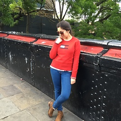 Leonor Bilton - Stradivarius Brown Boots, Pull & Bear Jeans, Tommy Hilfiger Sweater, Primark Sunglasses - Red is the Color