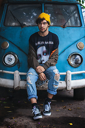 Pablo Fernandes - Rower Rock Camiseta Marlyn Manson, Forever 21 Calça Boy Band Rasgada, Forever 21 Touca Amarela, Vans Old Skool Cano Alto - Disposable Teens