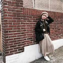 Yan Yan - Zara Metallic Pleated Skirt, Zara Embroidery Bomber, Mango Fringe Backpack, Seoul Olive Knit - HONGDAE