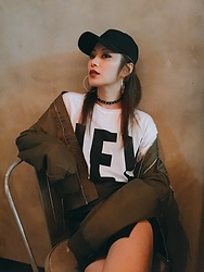 Wiyona Yeung - Vivaladiva Fashion Cap, Urban Decay Lips Stick, Bershka T Shirt - Too cool to be true.