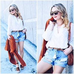 Zia Domic - Cuddy Studios Lace Up Top, One Teaspoon Denim Shorts, Gucci Brown Belt - Lace Up