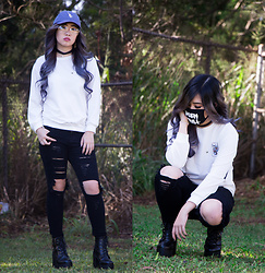 Caitlinaomi - Sunglass Spot Glasses, Shein Long Sleeve, Shein Jeans, Aliexpress Platforms - Play Your Accessories Right