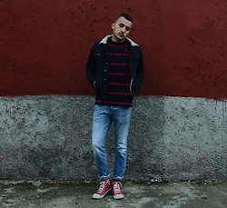 Mohamed Samaras - Abercrombie & Fitch Sweater, Hollister Boyfriend Jeans, Asos Borg, Converse Chuck Taylor All Star - R&W