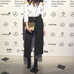 Klaudija Samulevičiūtė - Zara Small Shoulder Bag, Zara Cullotes Pants, Bershka Black Boots With Wooden Heel, Crop Town White Basic Top With Open Shoulders - MBFWI