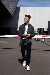 Kevin Elezaj - Hummel Sneakers, Levi's® Trousers, Selected Homme Shirt, Yun Berlin Glasses - Basel walks