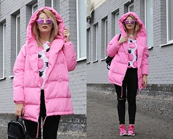 Vlada Kozachyshche - Mr Gugu Sweatshirt, Outerwear, Sunglasses, Bershka Jeans, Adidas Sneakers, Stradivarius Backpack - Pink Pineapples