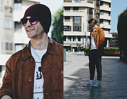 Jose Manuel Hernández - Asos Hat, Leverton Sunglasses, Adidas Sneakers, Bershka Joggers, Asos Undone T Shirt, In Extenso Vintage Jacket - REVOLUTION
