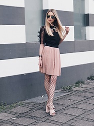 Laura Simon - Mbym Rose Skirt, Rinascimento Black Blouse W/ Pearls, Topshop Rose Heels, Dior Homme Sunglasses - Spring is coming