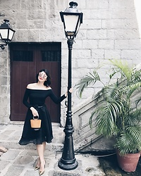 Cassey Cakes - Zara Off Shoulder Top, Zara Gold Pumps - La La Lamp
