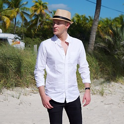 Piotr Ryterski - Longines Watch, Street Vendor Hat, Gap Shirt - Beach bum