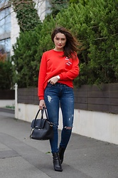 Cristina Feather - Vila Sweatshirt, Tommy Hilfiger Jeans, Thea Visconti Boots, Trussardi Bag, Skagen Denmark Watch - Red sweatshirt & ripped denim