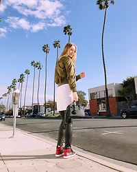 Katie Van Daalen Wetters - Topshop Army Green Bomber, Brandy Melville Usa Oversized T Shirt, Zara Faux Leather Pants, Air Jordan Retro One 'Banned', Saint Laurent Sac De Jour Nano - Sneakerhead