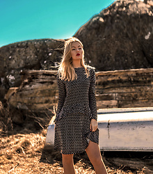 Elin Hansson - Dotted Dress - Hearts don't break around here