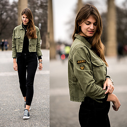 Jacky - Converse Chucks - Cropped Army Jacket