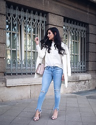 Merna Mariella -  - DESTROYED JEANS & CARRIE BRADSHAW SHOES